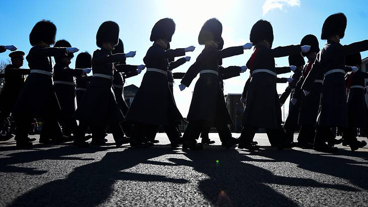 ARCHIV - Soldaten des 1. Bataillons der Walisischen Garde marschieren während der Feierlichkeiten zum St. Davidstag in der Combermere Kaserne. Foto: Kirsty O'connor/PA Wire/dpa