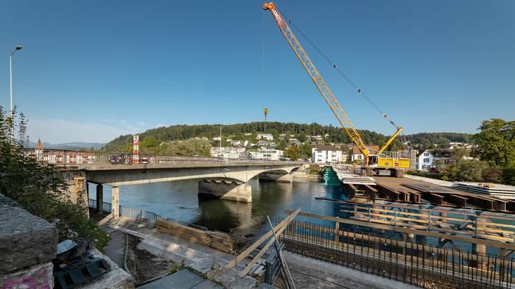 Die Bauarbeiten am Provisorium der Kettenbrücke gehgen voran. Die Kettenbrücke wird abgerissen und mit einem Neubau (Pont Neuf) ersetzt. Aufgenommen am 11. September 2019 in Aarau. Bild: Chris Iseli
