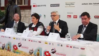 Mit dem Münster als Auftrittsort steht das OK noch in Verhandlung. Die Mitglieder Erik Julliard, Karin Niederberger, Präsident Carlo Conti und Daniel Buser.