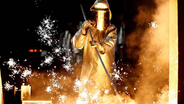 Der Stahlkonzern ThyssenKrupp erleidet einen Gewinneinbruch. (Archiv)