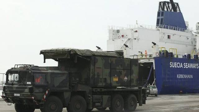 Deutscher Patriot-Raketen-Transporter im türkischen Hafen Iskenderun