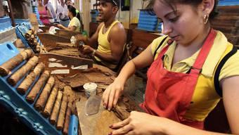 Arbeiter in der Zigarren-Manufaktur El Laguito in der kubanischen Hauptstadt Havanna. (Archivbild)