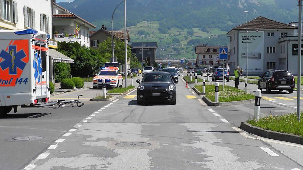 Velofahrer nach Kollision mit Auto in Ingenbohl verletzt