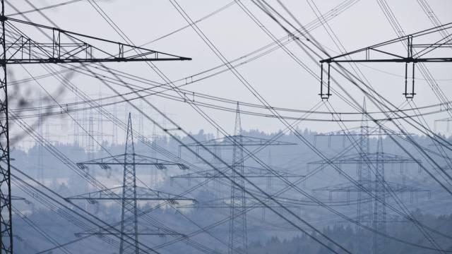 Die Kunden der BKW müssen für den Strom ab 2014 tiefer in die Tasche greifen.