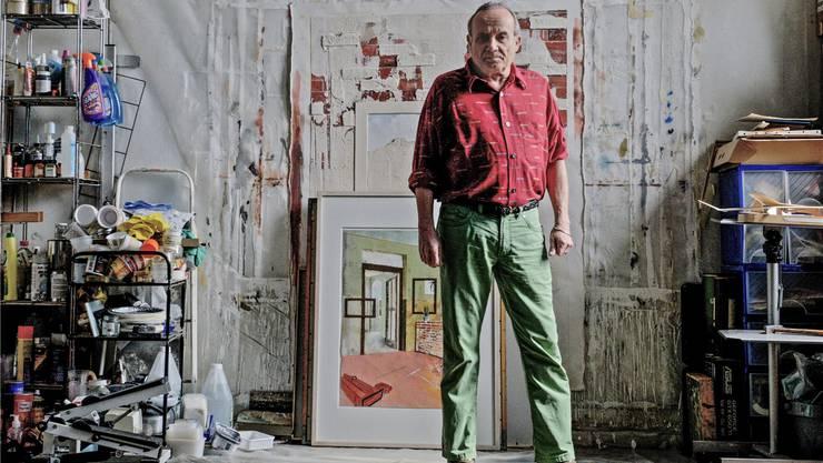 Jean Villard vor einer aktuellen Arbeit in seinem Atelier in der alten Gewerbeschule auf der Lyss.