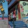Das britische Hilfswerk Oxfam sorgte 2018 für Negativschlagzeilen, da Oxfam-Mitarbeiter auf Haiti eigene Bordelle betrieben.