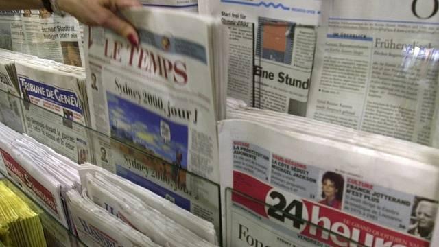 Stand mit Schweizer Tageszeitungen