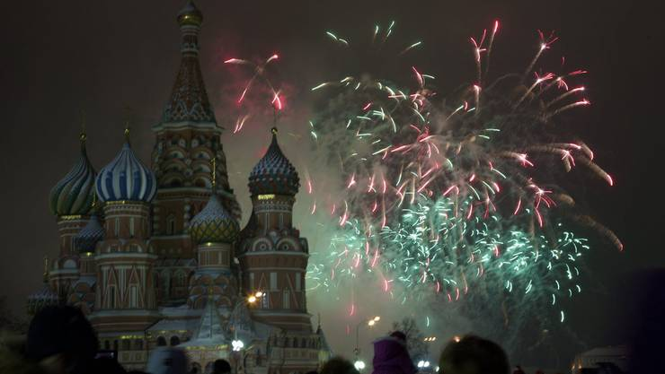 Schweiz begrüsst neues Jahr mit Glockengeläut und Feuerwerk ...