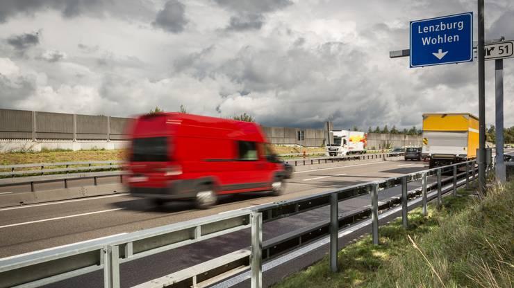 Die Ein- und Ausfahrten bei den drei Anschlüssen Aarau Ost, Lenzburg und Mägenwil werden verlängert. nBisher waren diese zwischen 100 und 260 Meter lang, was in den Stosszeiten zu stockendem Verkehr bei Einfahrten und und Rückstau auf die Autobahn bei Ausfahrten führte. Neu beträgt die Länge der Einfahrten bis zu 700 Meter, jene der Ausfahrten bis 1,3 Kilometer, abhängig von den jeweiligen örtlichen Gegebenheiten.
