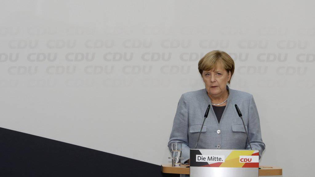 Der Auftritt am Tag nach der Wahl: die deutsche Kanzlerin Angela Merkel äussert sich vor den Medien zur Bundestagswahl.