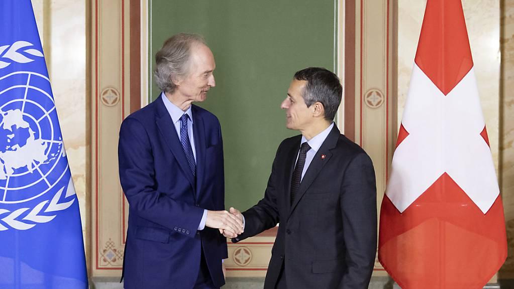 Haben sich in Bern über Syrien ausgetauscht: Bundesrat Cassis (links) und der Uno-Sondergesandte Pedersen.