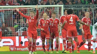 Toni Kroos feiert seinen Treffer zum 2:0 für die Bayern