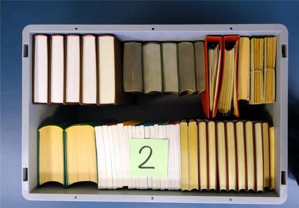 Lagerung in Behältern –und bis unter die Decke. Bilder: ZVG