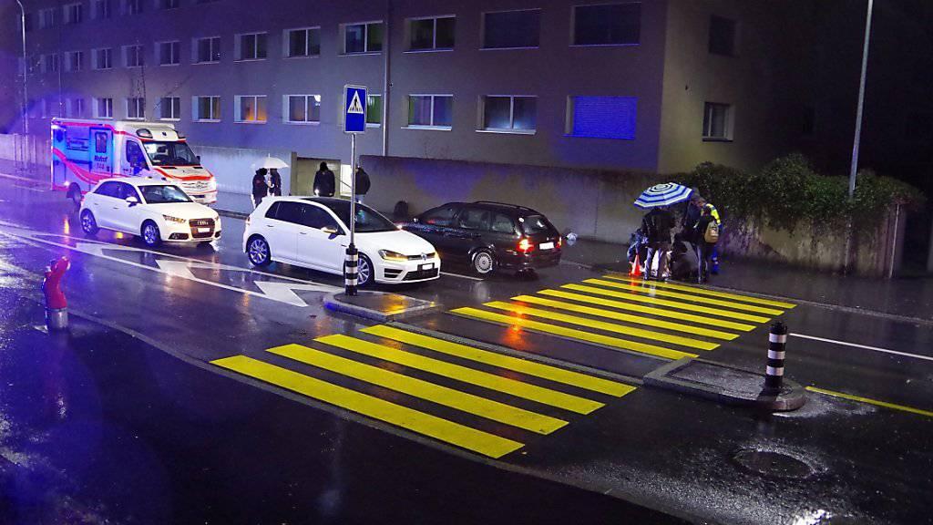 Der Fussgängerstreifen an der Masanserstrasse im Zentrum von Chur, wo sich die Kollision mit drei Verletzten ereignete.