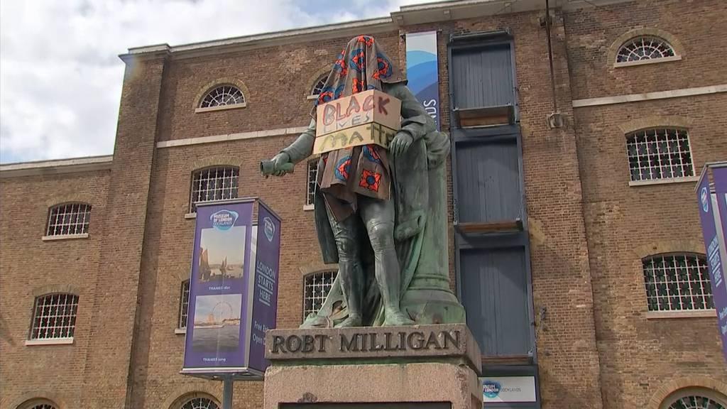 Statuen von umstrittenen Imperialisten werden gestürzt