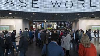 Die wirtschaftlichen Schwierigkeiten in der Uhren- und Schmuckbranche und daraus resultierend der nicht zufrieden stellende Verlauf der Messe Baselworld setzen der Messebetreiberin MCH Group zu. (Archiv)