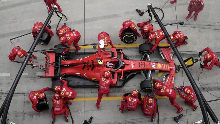 Trotz Schock laufen die Vorbereitungen auf Hochtouren: Ferrari will die Doppelsieg-Serie von Mercedes unbedingt stoppen.
