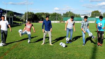 Die fussballspielenden Flüchtlinge des FC Oensingen: (von links) Ecbali Aziz Ullah, Moben Mosawi, Ahmad Jawid, Ahmadi Mahdi, Alireza Karimi, Hydari Mohammad Baqer.