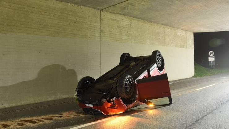 Der Fahrer blieb unverletzt, am Auto entstand dafür ein Totalschaden.