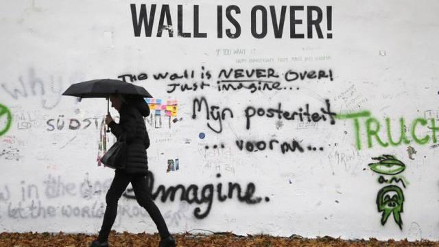 Die Lennon-Mauer wurde übermalt