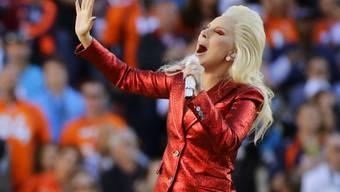 Lady Gagas Auftritt am Sonntag in der Super-Bowl-Halbzeitpause wird nicht nur spektakulär - sie singt vom Dach des Stadions herunter - sondern auch politisch: Sie will Präsident Trump die Meinung geigen. (Archivbild)
