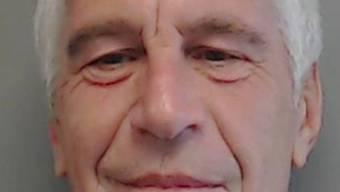 ARCHIV - Im Skandal um den wegen Sexualverbrechen verurteilten und inzwischen gestorbenen Unternehmer Jeffrey Epstein sind umfangreiche Gerichtsunterlagen veröffentlicht worden. Foto: Handout/Florida Department of Law Enforcement/dpa - ACHTUNG: Nur zur redaktionellen Verwendung im Zusammenhang mit einer Berichterstattung über den Fall Epstein und nur mit vollständiger Nennung des vorstehenden Credits