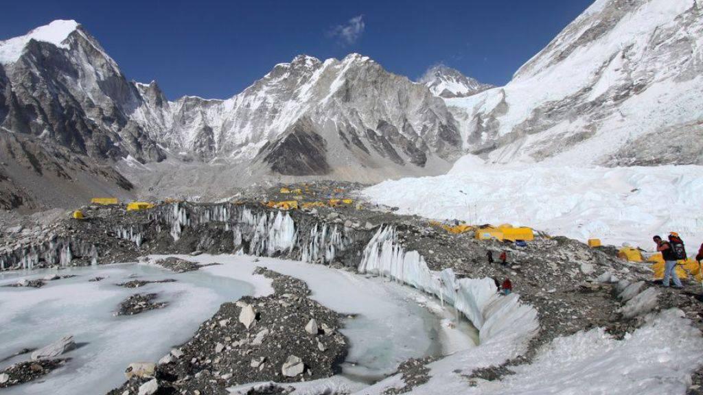 Wegen der Klimaerwärmung drohen bis zu ein Drittel der Gletscher im Himalaya/Hindukusch-Gebiet zu schmelzne. Hier der Khumbu Gletscher in Nepal.
