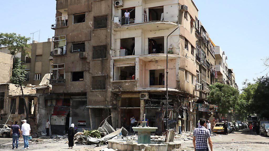 Längst ist auch Damaskus nicht mehr sicher vor Bomben. Der Krieg traf die syrische Hauptstadt erst vor fünf Tagen mitten im Zentrum. Nun soll eine Waffenruhe das ändern.