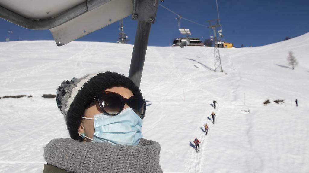 Covid-Zertifikat statt Maske? Die Bergbahnen diskutieren über eine Zertifikatspflicht in Skigebieten für die kommende Wintersaison. (Archivbild)