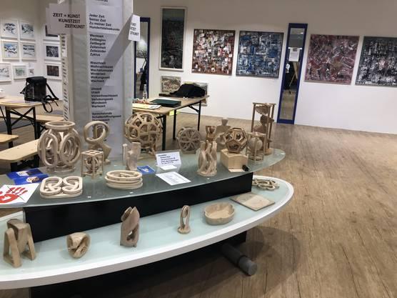 Das Lokal im Zentrum Oberengstringen, in dem früher die Firma Tiefenbacher Schuhe verkaufte, ist nun voller Bilder und Skulpturen.