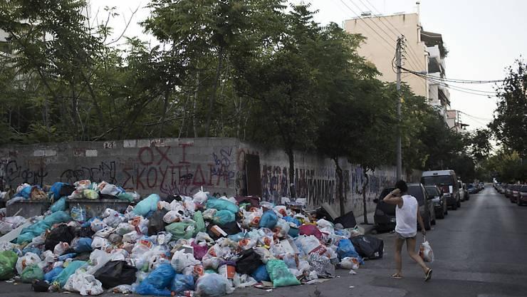 In Griechenland türmt sich der Abfall wegen eines Streiks der Müllmänner.
