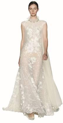 Blumen kommen ganz gross raus. Etwa auf dem Hochzeitskleid als 3-D-Print.