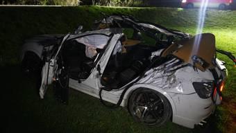 In diesem Auto kam bei einem Unfall in Haldenstein GR ein 17-Jähriger ums Leben.