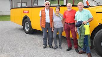 Jeannette Denz (Aargau Tourismus) und Busfahrer Walter Holliger zwischen Martin Widmer (l.) und Herbert Huber von Aargau Süd.