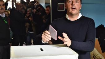 Sein Werben verfing bei einer Mehrheit offenbar nicht: Renzis Verfassungsreform in Italien scheitert laut Nachwahlbefragungen.