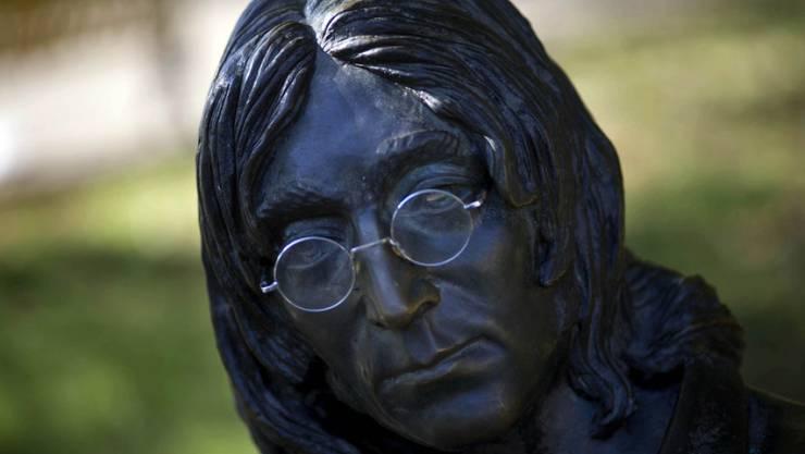 Eine Statue in Havanna hat John Lennon schon (Bild). Neu gibt es in einer westukrainischen 5000-Seelen-Gemeinde eine Strasse mit seinem Namen (Archiv).