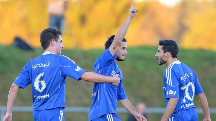Nach oben in die 2. Liga inter geht es für den FC Subingen: Daniel Wiedmann, Fabian Kummer und Alessandro Fragale (von links) hatten in der Saison 2014/15 viel Grund zum Jubeln.