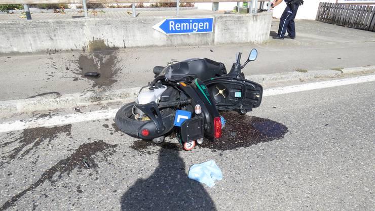 Rüfenach AG, 30. September: Eine Motrorradfahrerin übersieht ein Auto und verletzt sich bei der Kollision leicht.