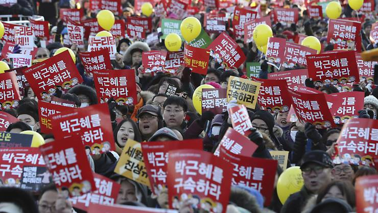 In Südkorea demonstrierten erneut Zehntausende gegen Präsidentin Park Geun Hye. Sie fordern ihren Rücktritt und strafrechtliche Ermittlungen gegen Park.