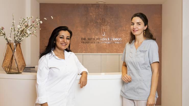 Hilda Shamon und Simone Längle (von links) beim Empfang in der Praxis für Frauengesundheit im Limmat-Tower.