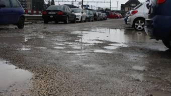 Das Parkplatzangebot am Hauptbahnhof Solothurn wird ausgebaut. Kies wird bald Geschichte sein.
