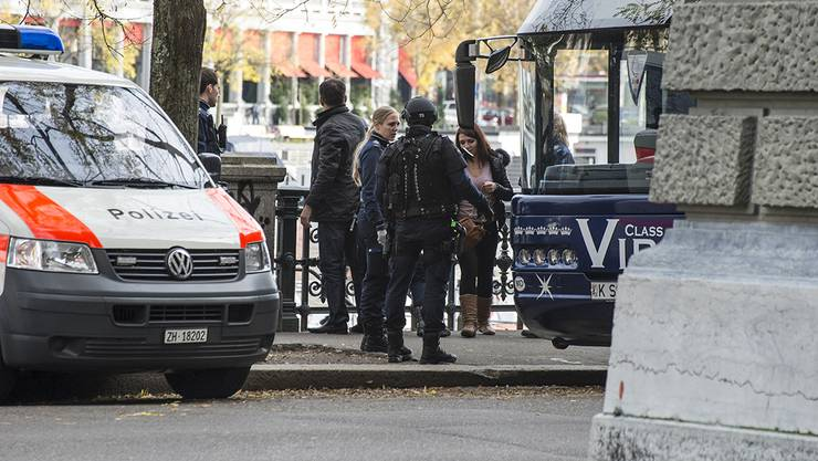 Polizeieinsatz wegen Mann mit Softair-Pistole vor Zürcher Stadthaus