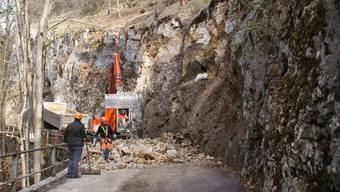 Die Bauarbeiten in der Enge der Limmernschlucht sind nicht alltäglich – und nicht ungefährlich. jtm