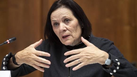 Walliser Staatsrätin Esther Waeber-Kalbermatten informiert an einer Pressekonferenz über die Aufhebung von kantonalen Corona-Massnahmen.