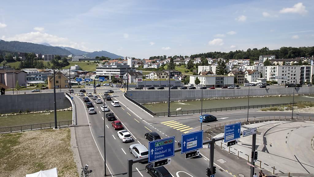 Der Seetalplatz in Emmenbrücke, hier 2018 nach Abschluss der Umgestaltung der Strassenführung, soll zu einem attraktiven Wohn- und Arbeitsquartier werden. (Archivaufnahme)
