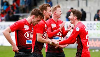 Raoul Giger, Nicolas Bürgy, Mats Hammerich und Linus Obexer feiern den Sieg. ff