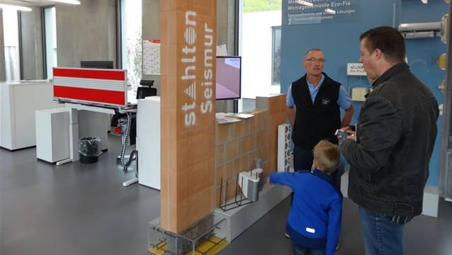 Das Publikum interessierte sich am Tag der offenen Tür für die Produkte der Stahlton AG. – Foto: chr