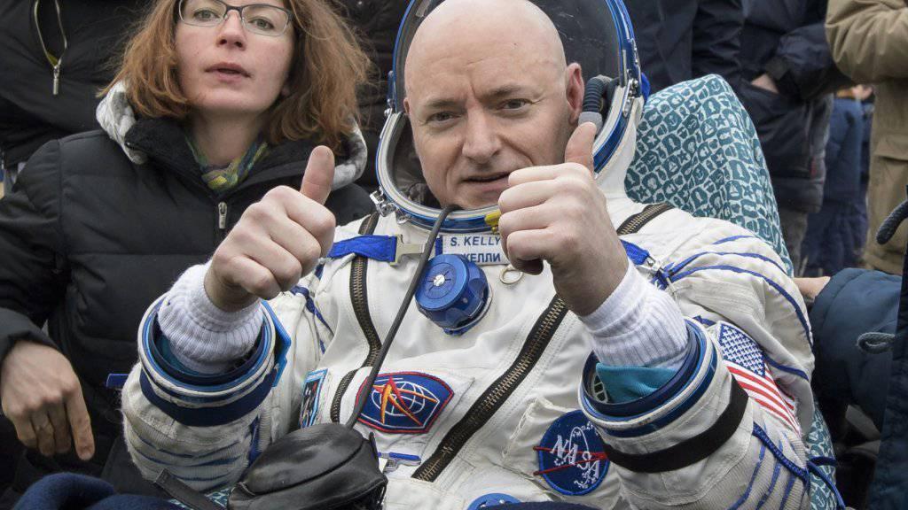 Astronaut Scott Kelly nach seiner Rückkehr auf die Erde vor zehn Tagen. Kein US-Bürger hielt sich länger im All auf als er: 520 Tage. (Archivbild)