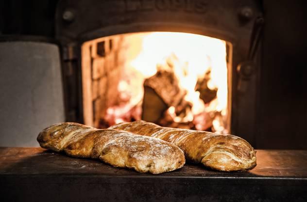 Fredy's backt die Brote im hauseigenen Holzofen in Baden.