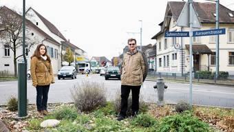 Sie setzen sich für die Fusion ein: Agronomie-Studentin Julia Hauri (20) und alt Gemeindeammann Ruedi Berger (65).